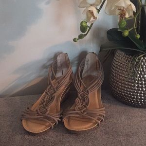 ME TOO Women's Wedge Sandal Size 8.5
